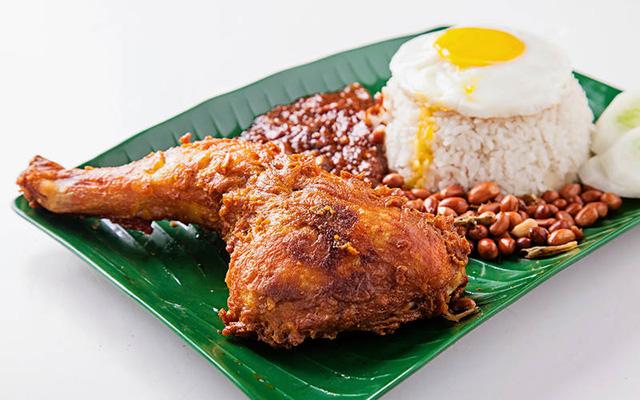 Nasi-Lemak-Ayam-Goreng